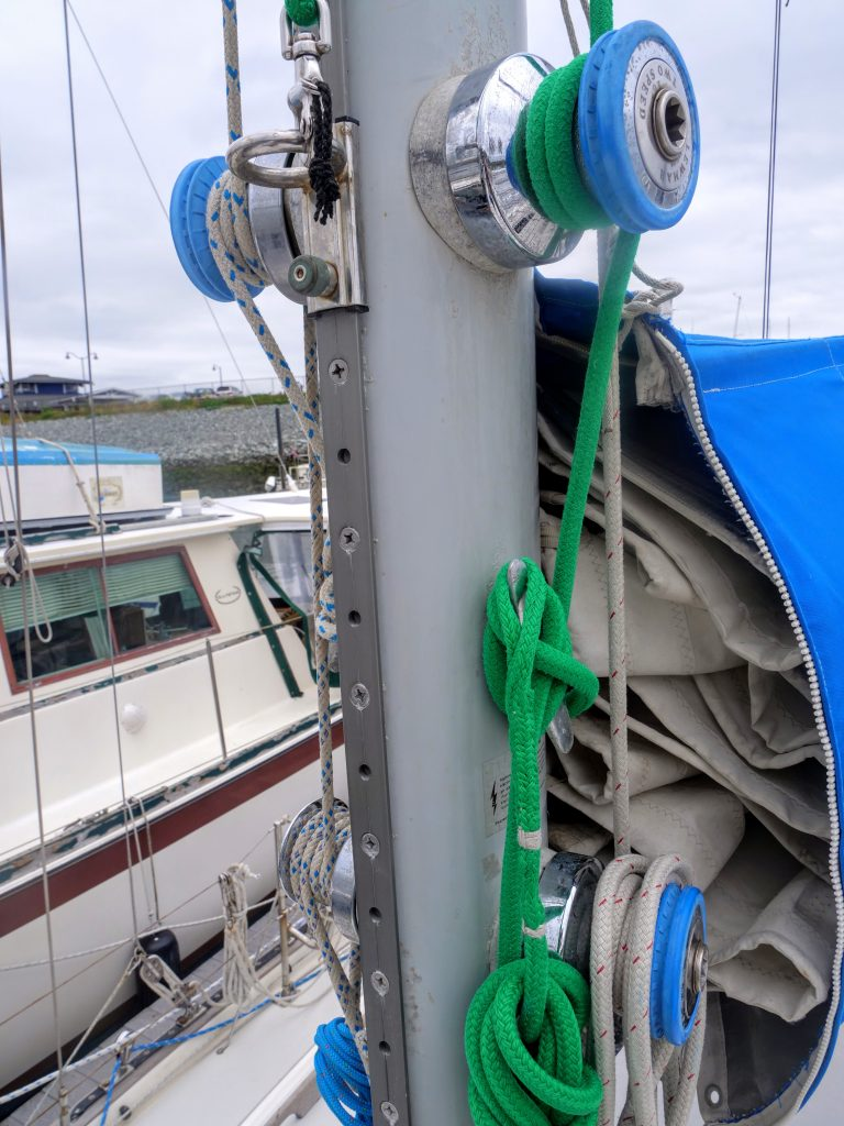 5 Winches on mast